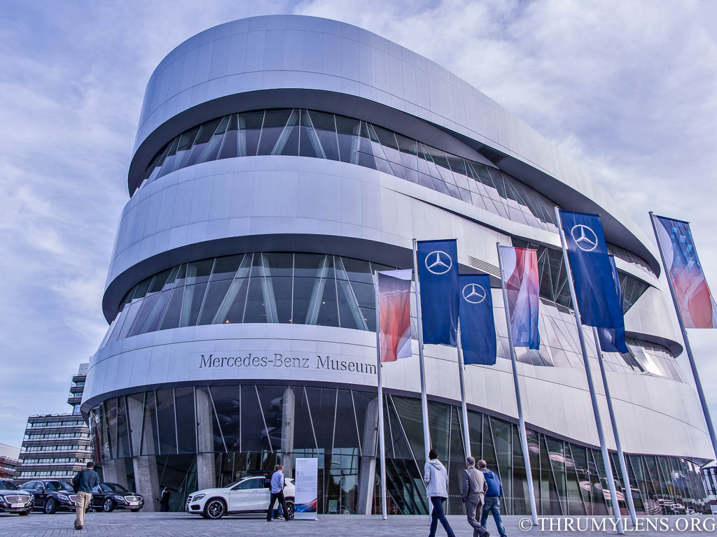 A tour of the mercedes benz museum in stuttgart germany for Mercedes benz deutschland